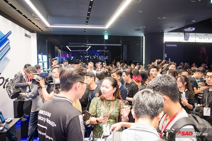 Về cấu hình, Galaxy Note trang bị chip Exynos 9825 được sản xuất trên tiến trình 7nm đầu tiên của Samsung.
