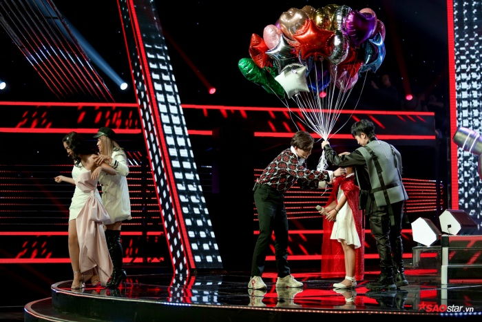 6 dấu ấn vòng Giấu mặt: Hương Giang nhảy vũ đạo thôi miên, Phạm Quỳnh Anh lặng người thương cậu bé tặng bưởi ảnh 1