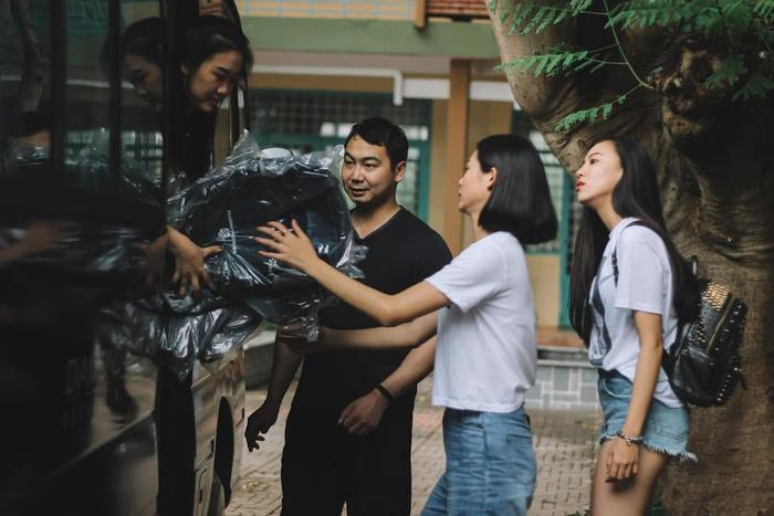 Không còn hình ảnh một doanh nhân thành đạt với bộ vest sang trọng, ông xã Lan Khuê nhận được nhiều cảm tình khi ăn mặc giản dị với áo thun và quần short ngắn thoải mái