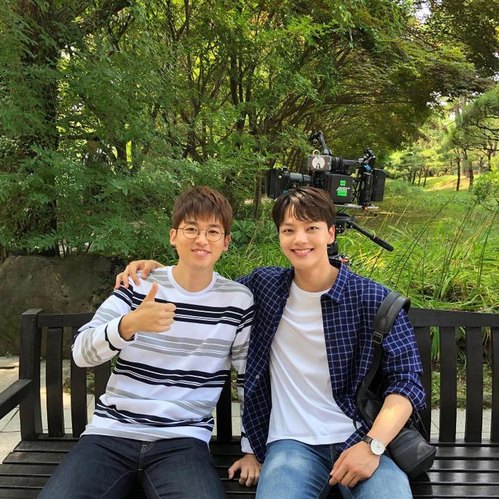 Hình ảnh mới nhất của Cho Hyun Chul vàYeo Jin Goo trên phim trường