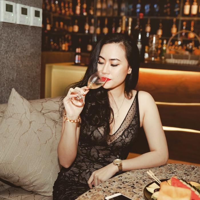 Nguyễn Thảo Mi đang là cái tên thu hút sự chú ý của cộng đồng mạng Việt Namkhi nhiều người cho rằng người đẹp này là bạn gái mới của Quang Hải.