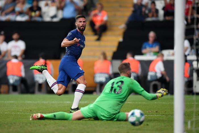 Chelsea sớm tạo nên sự khác biệt nhờ bàn thắng của Oliver Giroud.