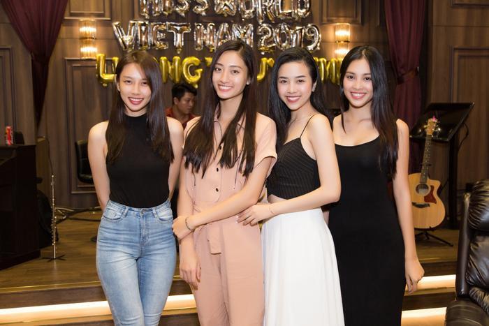 Thùy Tiên, Thùy Linh, Thúy An và Tiểu Vy trong ngày sinh nhật Miss World Vietnam 2019.