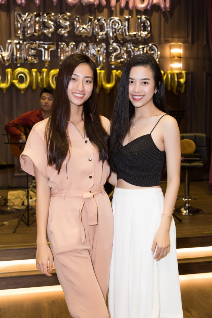 """Á hậu Thúy An khoe vẻ đẹp ngọt ngào đến mừng sinh nhật """"cô em"""" Thùy Linh."""