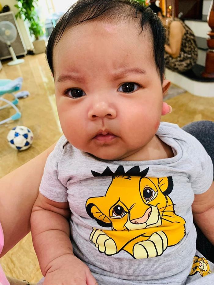 Và nhan sắc hiện tại sau 3 tháng chào đời của KiO, cậu bé đã hồng hào trở lại và hết sức dễ thương