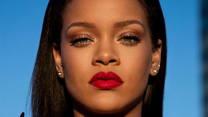 Và Rihanna là những cái tên được khán giả nhắc đến nhiều nhất trong sự việc này.
