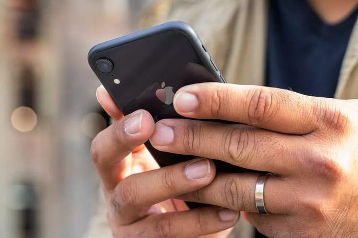 Bị người dùng chê tham, Apple trần tình về quyết định gây tranh cãi với viên pin iPhone ảnh 0