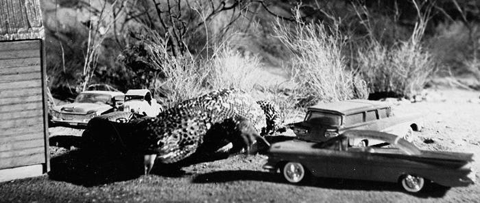 Kỹ xảo phim bấy giờ vẫn còn thô sơ nên trông chú thằn lằn khổng lồ không quá đáng sợ.