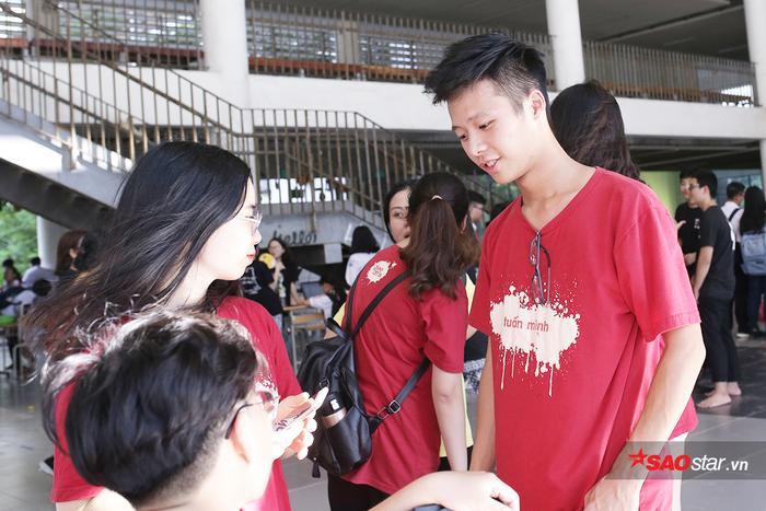 Nguyễn Tuấn Minh - thành viên CLB Glee Ams chiếm hết spotlight vì vẻ ngoài bảnh bao của mình. Tuấn Minh là một chàng trai đa tài khi vừa biết đàn, hát, vừa theo tập bộ môn bóng chày từ khi còn rất nhỏ.