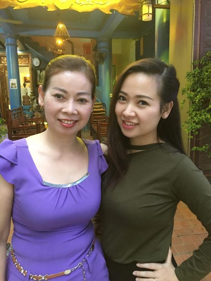Dù đã bước qua ngưỡng 50 nhưng mẹ Lê Na vẫn sở hữu nhan sắc trẻ trung hơn tuổi và nét mặn mà của người phụ nữ trung niên. (Ảnh: FBNV)