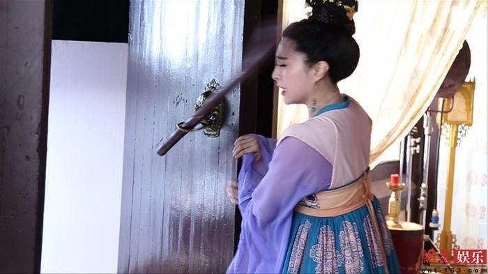 Tai nạn nguy hiểm trên phim trường của sao Hoa Ngữ: Phạm Băng Băng suýt mù mắt, Phùng Thiệu Phong bị ngựa hất văng ảnh 4