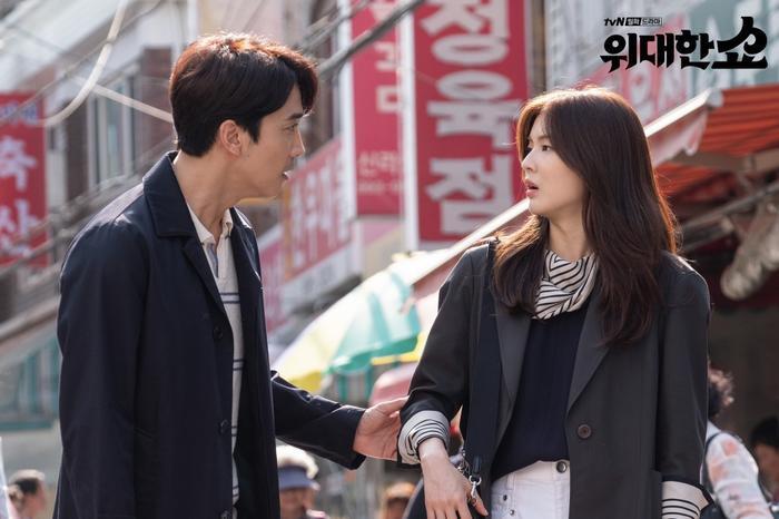 The Great Show của Song Seung Heon và bạn gái Lee Kwang Soo phát hành poster siêu đáng yêu ảnh 4
