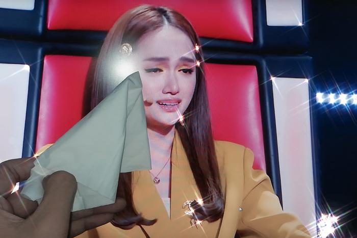 """Cộng đồng fan The Voice Kids thi nhau lau nước mắt giúp """"chị đẹp"""" của Team Hoàng gia."""