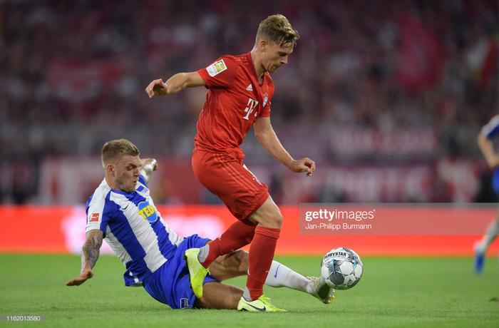 Không còn gì để mất, Bayern Munich dồn toàn lực lên tấn công trong hiệp 2 và bóng hầu như chỉ lăn bên phần sân của Hertha Berlin.Dù áp đảo hoàn toàn và tạo ra khá nhiều cơ hội ghi bàn, nhưng phải nhờ đến sự trợ giúp của công nghệ VAR, Bayern Munich mới tìm được bàn thắng quân bình tỉ số trước Hertha Berlin.