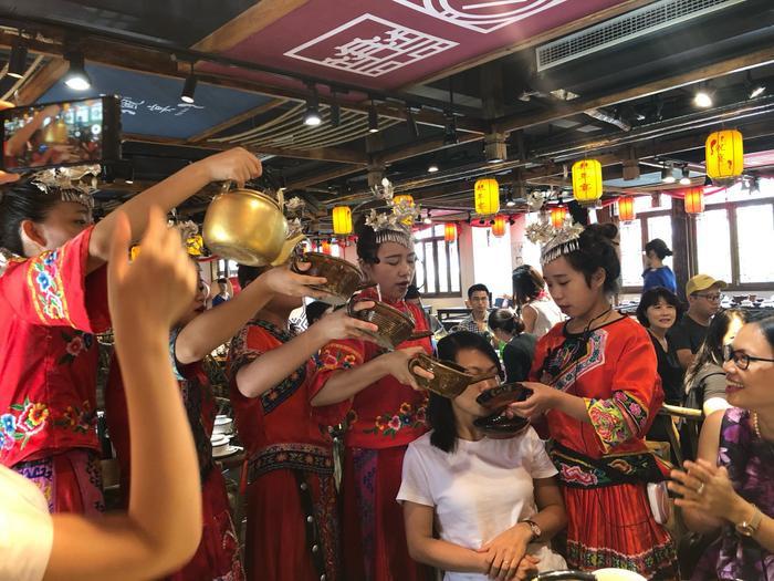 Những món ăn nhất định phải thử một lần nếu đi tour Phượng Hoàng  Trương Gia Giới ảnh 5