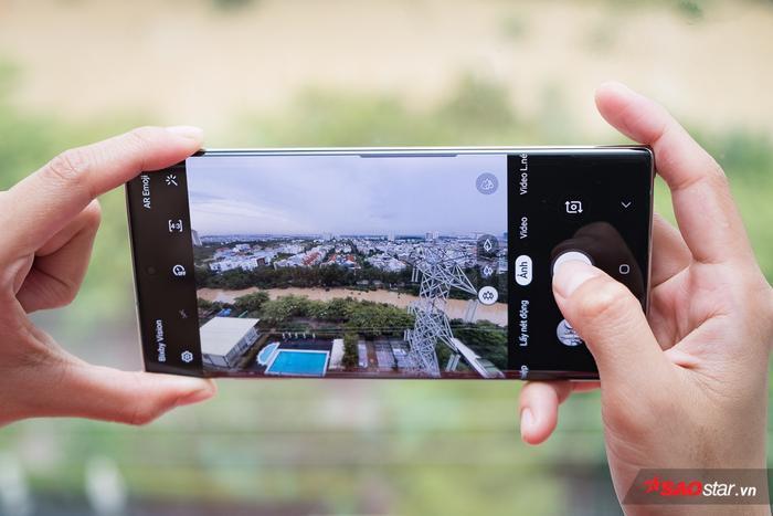 Theo đánh giá từ DxOMark, Galaxy Note10+ (phiên bản 5G) là chiếc smartphone có camera tốt nhất hiện nay, với số điểm lên đến 113 điểm.