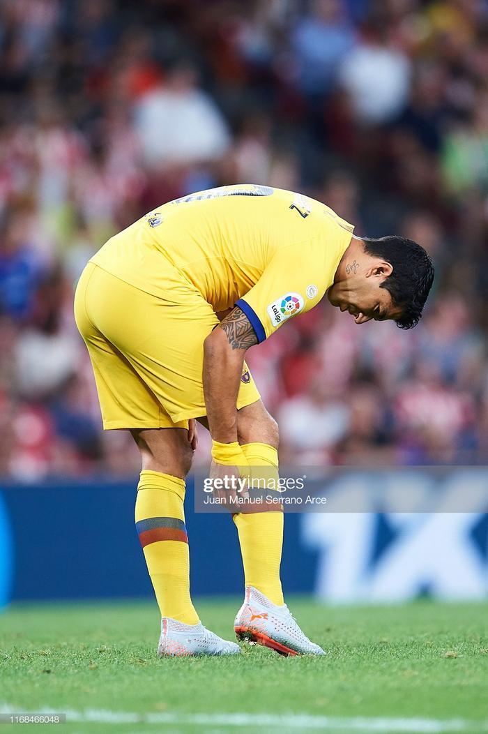 Suarez dính chấn thương bắp chân và rời sân từ rất sớm trong trận gặp Bilbao.