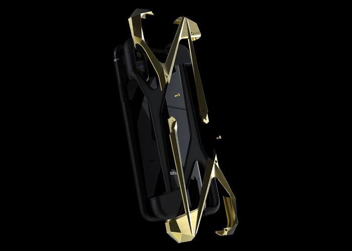 Thiết kế góc cạnh của ốp lưng được lấy cảm hứng từ hình dạng khí động học của các mặt phẳng siêu âm.(Ảnh: GrayAlter Ego)