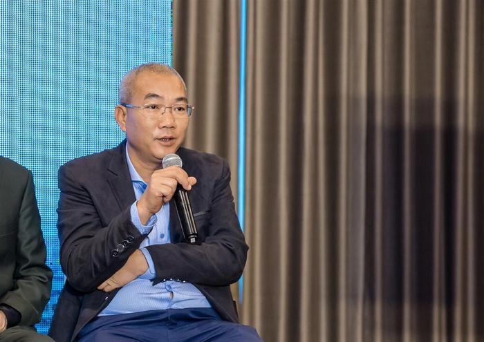 """Đạo diễn Nguyễn Danh Dũng trong buổi họp báo ra mắt bộ phim """"Về nhà đi con"""""""