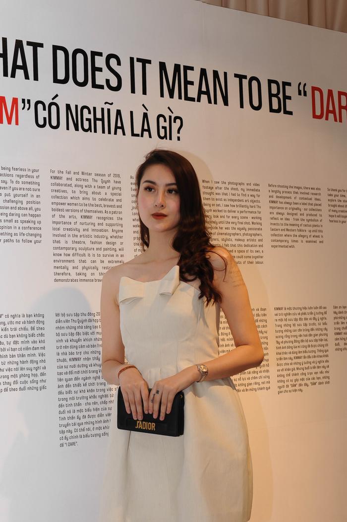 Người đẹp Hà Lade yêu kiều với váy trắng