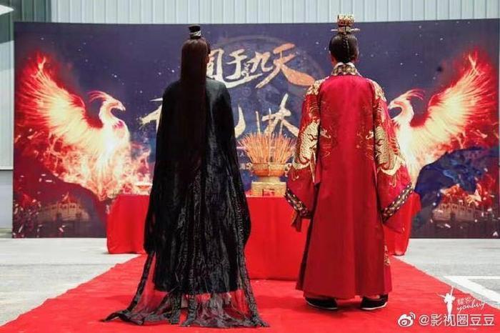 Hình ảnh lễ khai máy với 2 nhân vật chính trong Phượng vu cửu thiên.