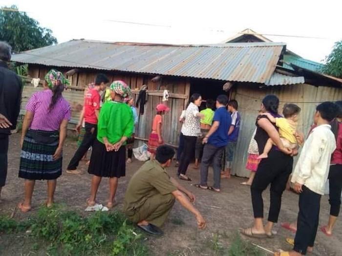 Nhiều người dân đến chia buồn với gia đìnhcháu bé ởĐắk Lắk tử vong thương tâm. (Ảnh: VTC News).