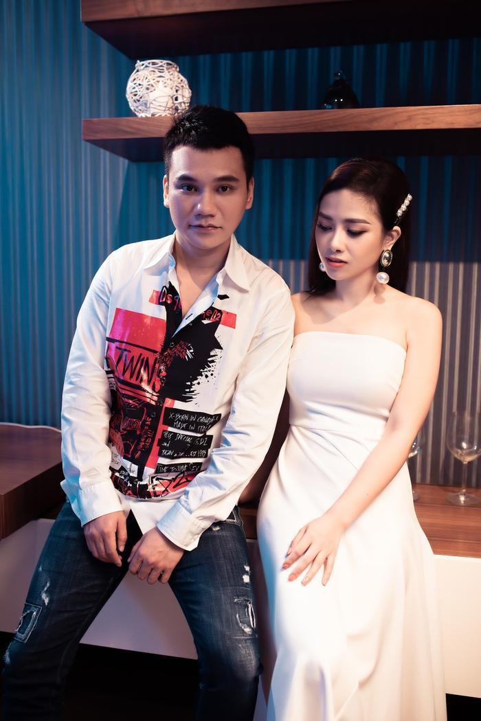 Dương Hoàng Yến và Khắc Việt trong lần hợp tác với MV Yêu mà.