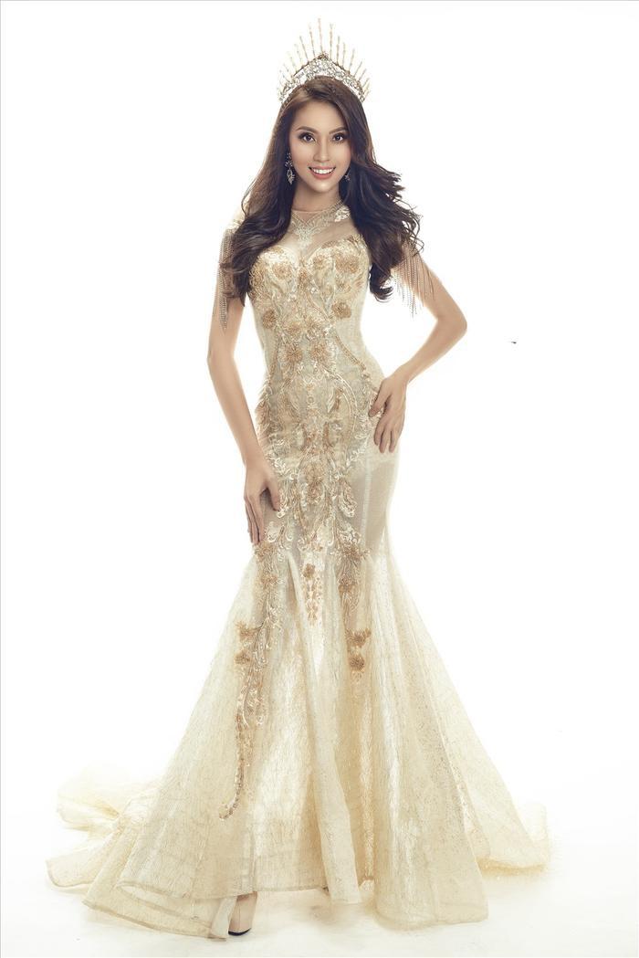 Ngọc Út - chiến binh sắc đẹp được nhiều khán giả ủng hộ vì có hình thể chuẩn, gương mặt xinh đẹp và kĩ năng thi thố dày dặn tại nhiều cuộc thi nhan sắc trước đây, trong đó có Miss Universe Vietnam 2017.
