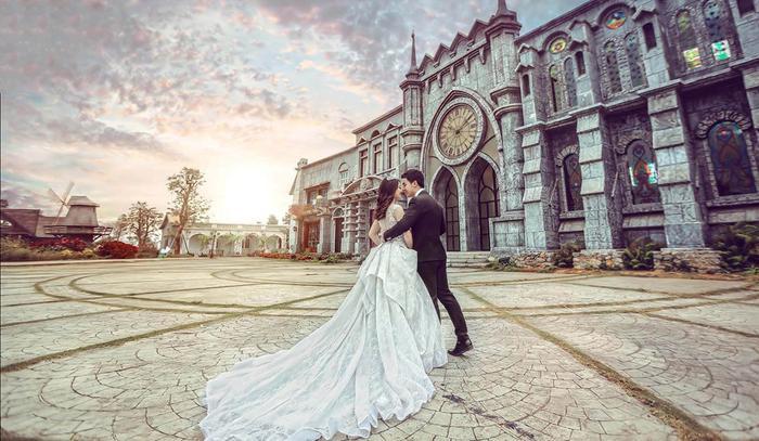 Váy cưới xa hoa được tư vấn cho các nàng dâu chưa biết mặc gì trong ngày trọng đại