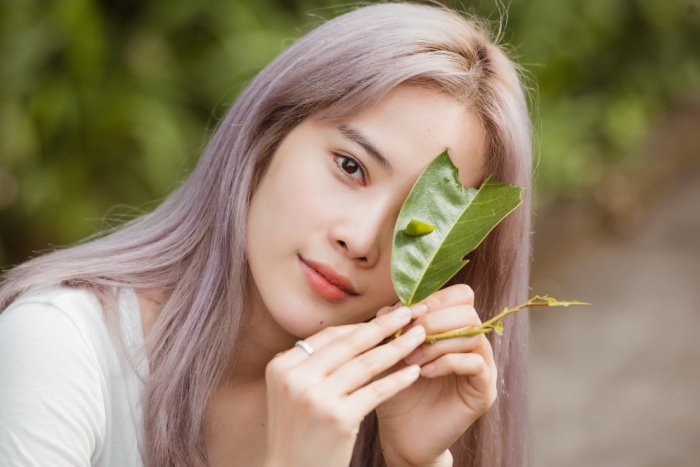 Giản dị đi từ thiện, Nam Em khéo khoe vẻ đẹp sắc sảo: Fan khuyên thi Hoa hậu Hoàn vũ Việt Nam ảnh 7