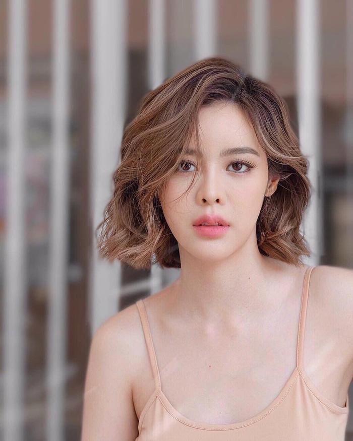 Giữa tin đồn rời bỏ đài 3, Ken Phupoom bất ngờ nhận kịch bản phim mới Maya Sanaeha  Thiên thần tình yêu ảnh 3