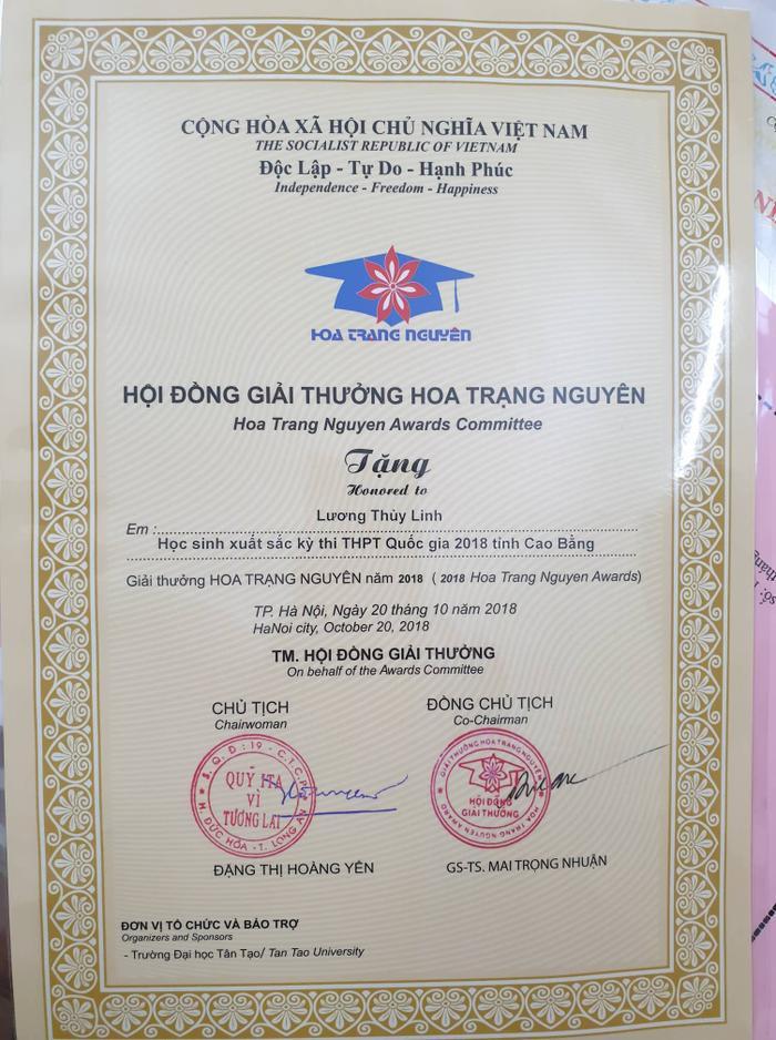 Thùy Linh là một trong số những học sinh xuất sắc nhận giải thưởng Hoa Trạng Nguyên của tỉnh Cao Bằng năm 2018.