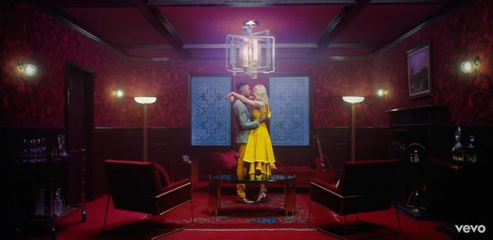 Với quá nhiều sự ngọt ngào trong MV Lover vừa ra mắt, Taylor Swift chắc chắn đã muốn lên xe hoa lắm rồi đây! ảnh 9