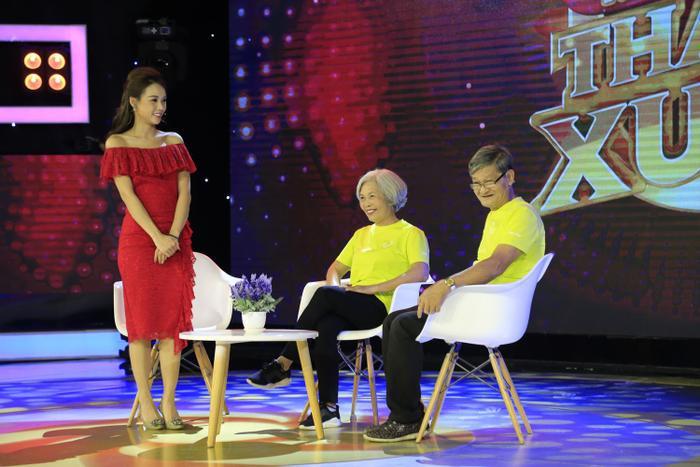 Cô Thủy và chú Long xuất hiện trong chương trình Mãi Mãi Thanh Xuân mới đây. (Ảnh: NVCC)