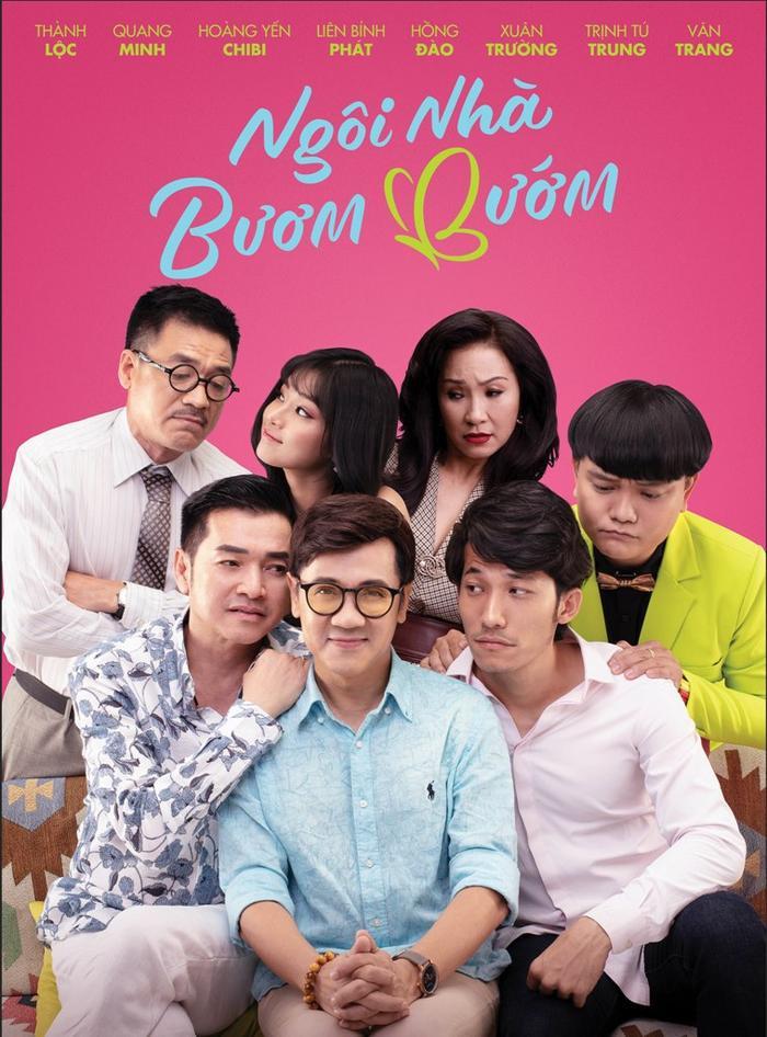 """Poster """"Ngôi nhà bươm bướm"""" với NSƯT Thành Lộc ngồi giữa, dấu hiệu cho tầm quan trọng của nhân vật Hồ Ngọc Hân."""