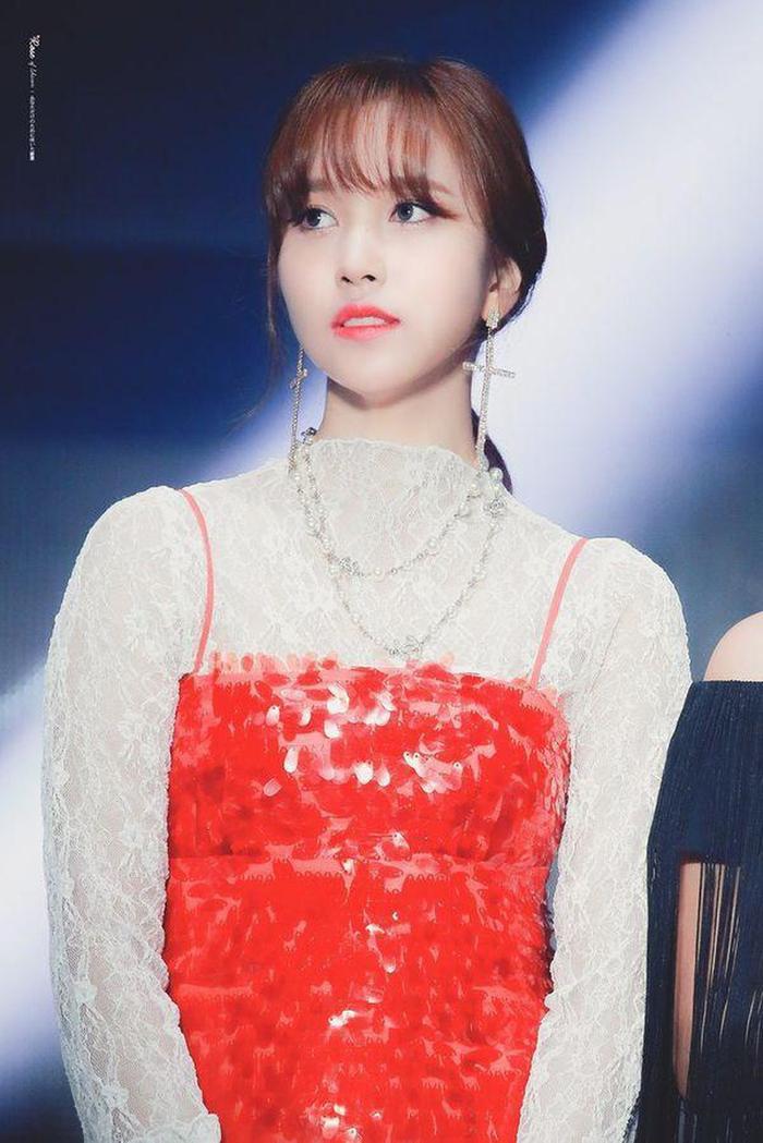Hành động của TWICE dành cho Mina đã nhận về cơn mưa lời khen từ netizen.
