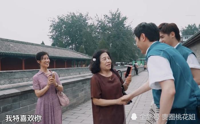 Gặp Phùng Thiệu Phong nhưng fan chỉ một mực nhớ về Triệu Lệ Dĩnh: Cô ấy có đến không? ảnh 8