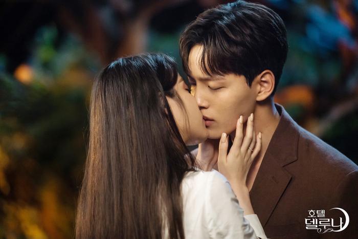 Hotel Del Luna của IU và Doctor John của Ji Sung rating đều giảm  Mother of Mine tiếp tục dẫn đầu đài trung ương ảnh 1