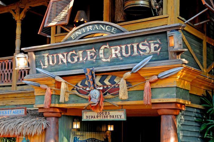 Dwayne Johnson chia sẻ một số cảnh quay của Jungle Cruise tại sự kiện D23 Expo - Disney!