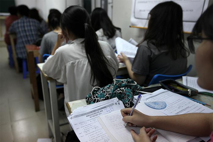 Giám đốc Sở GD-ĐT Hà Nội cũng yêu cầu các trường tránh để xảy ra tình trạng giáo viên đưa học sinh ra học thêm ở trung tâm do mình trực tiếp giảng dạy. Ảnh minh họa: Lê Anh Dũng/VTC News
