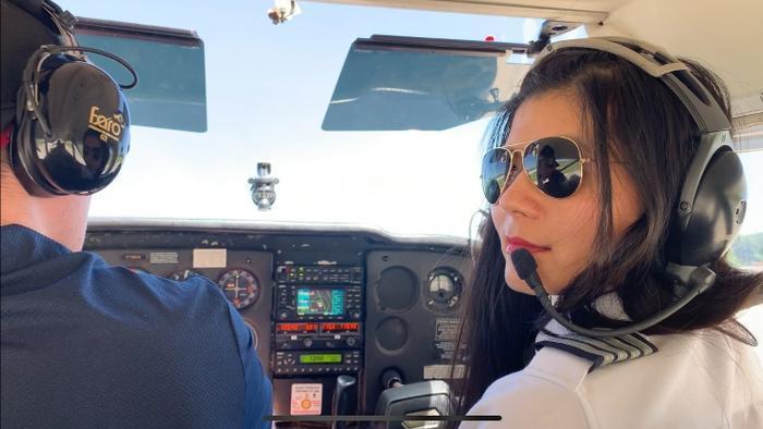 Hành trình của nữ phi công người Mỹ gốc Việt từ cô gái quê đến chuyến bay vòng quanh thế giới ảnh 2