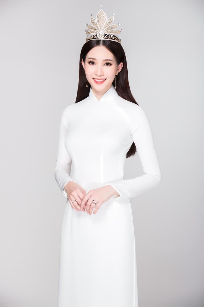 """Hoa hậu Việt Nam 2012 - Đặng Thu Thảo được khen ngợi vì sở hữu nét đẹp """"thần tiên""""."""