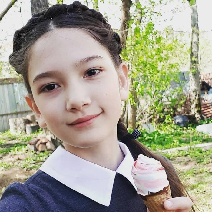 Em gái Văn Lâm xinh đẹp và dễ thương như một thiên thần nhỏ.