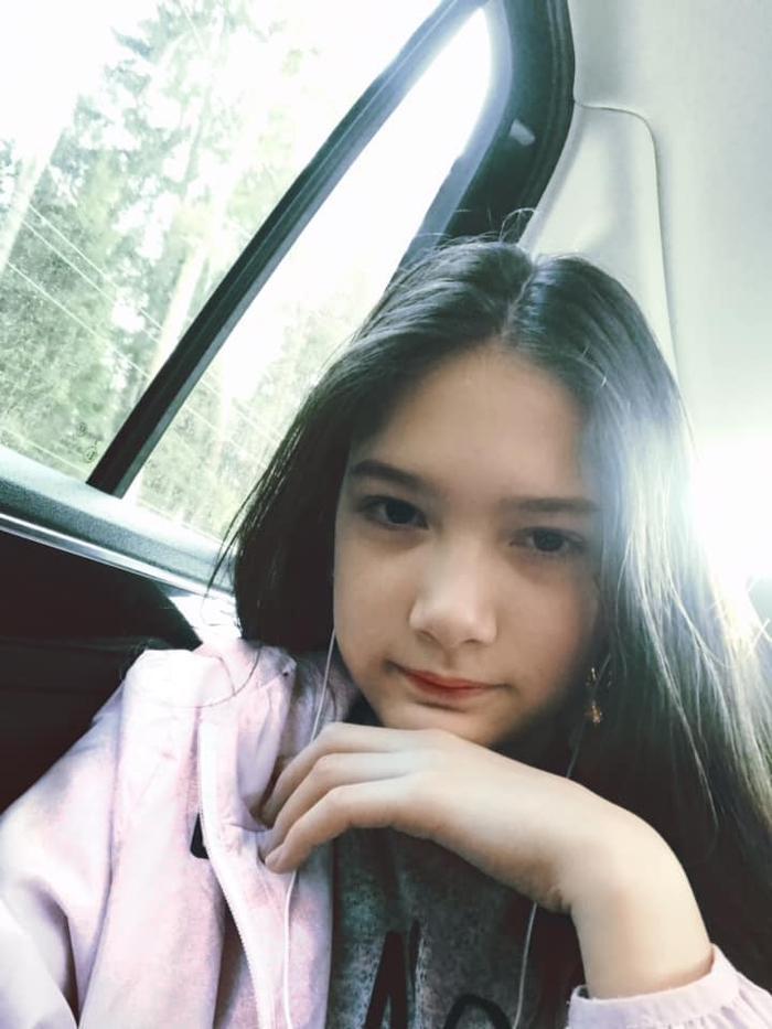 Cô bé 10 tuổi này mang vẻ đẹp vừa thanh tao kiểu châu Á, vừa kiêu sa cuốn hút kiểu châu Âu.