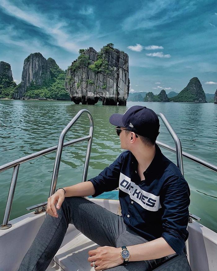 Vịnh Hạ Long còn là điểm sống ảo được nhiều bạn trẻ yêu thích.