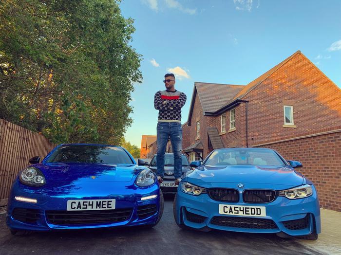 Hai siêu xe BMW và Posrche của Abdul Ilyas có tổng giá trị hơn 5 tỷ đồng.(Ảnh:Abdul Ilyas)