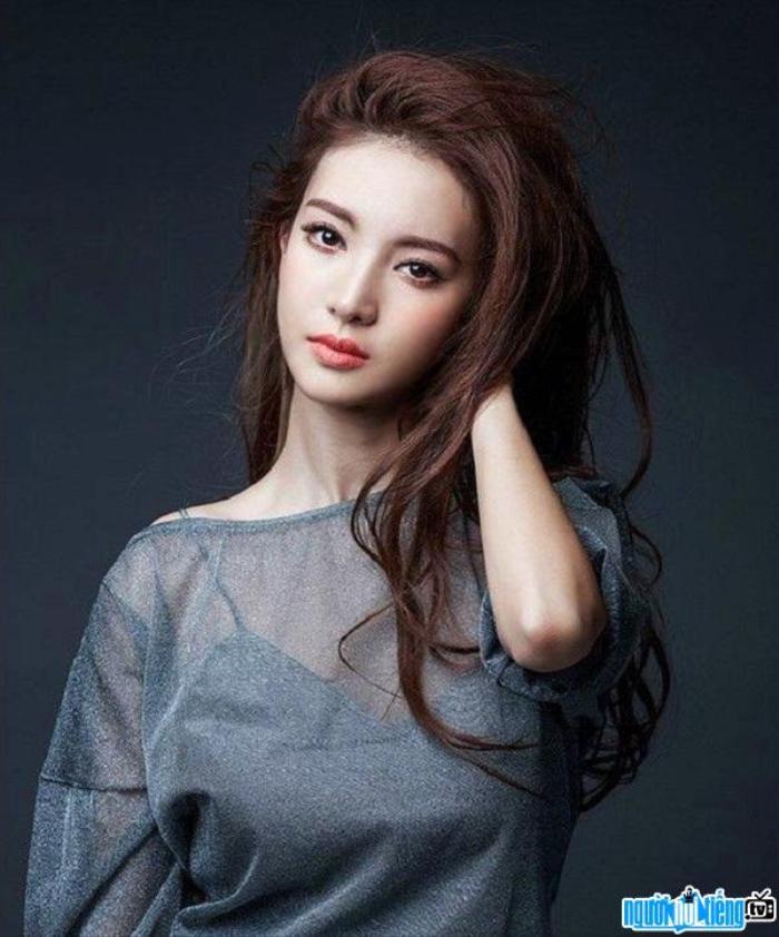 'Gossip Girl' bản Trung có tên 'Cô nàng lợi hại': Lý Nhất Đồng thay vai của Lý Thấm, đóng chung với Kim Thần