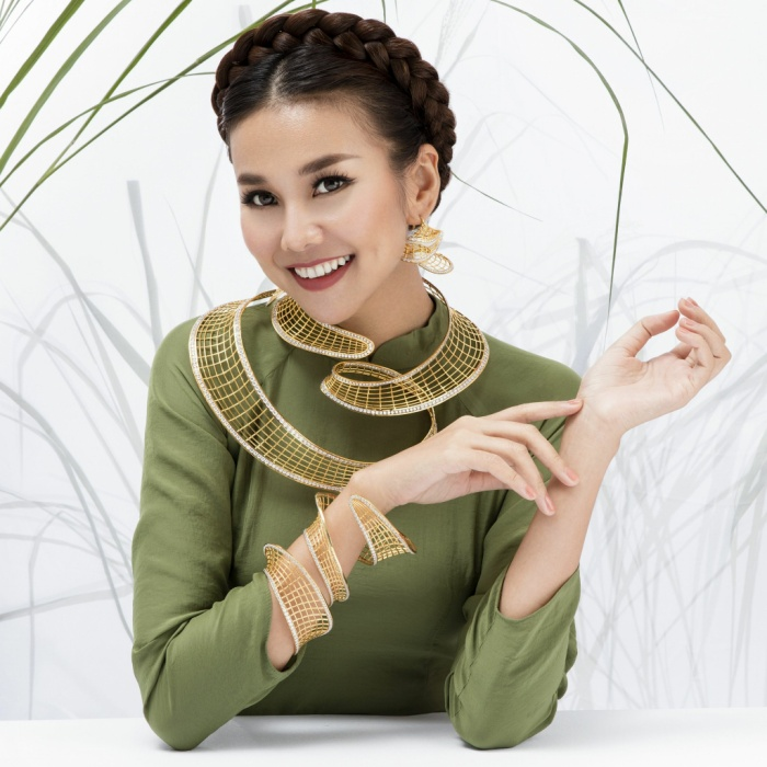 Đăng quang Hoa hậu Phụ nữ Việt Nam qua ảnh 2002, sau hơn 17 năm hoạt động trong làng giải trí, Thanh Hằng đã khẳng định được thương hiệu, vị trí của mình trong lòng truyền thông và công chúng.