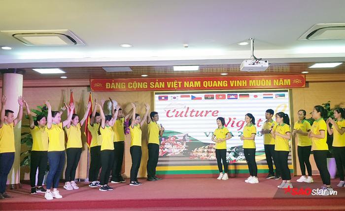 Học viện Nông nghiệp Việt Nam chiêu đãi tân sinh viên bằng bữa tiệc văn hóa từ Á sang Âu ảnh 10