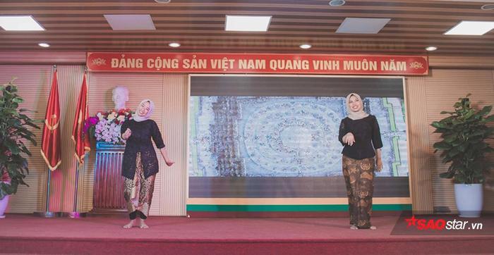 Học viện Nông nghiệp Việt Nam chiêu đãi tân sinh viên bằng bữa tiệc văn hóa từ Á sang Âu ảnh 5